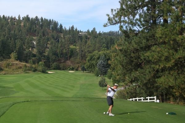 Senior_Golfer_at_Hangman_Valley_Golf_Course